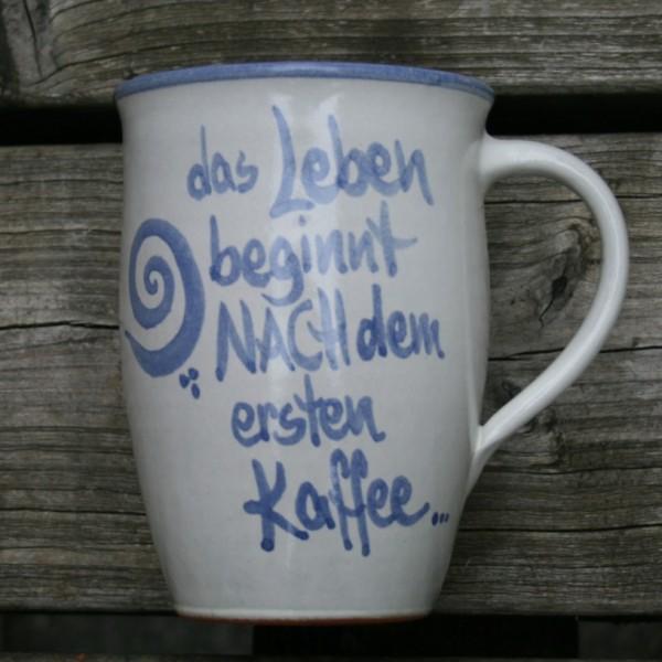 Sprüchetasse, das Leben beginnt nach dem ersten Kaffee