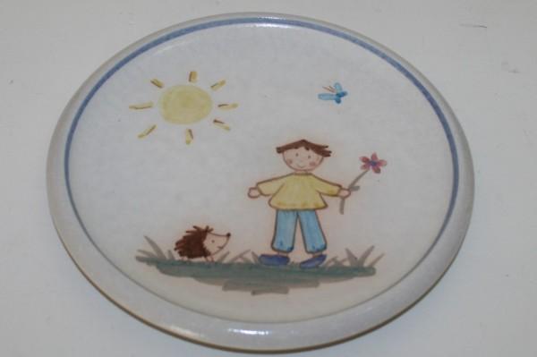 Kinderteller, Junge mit Igel